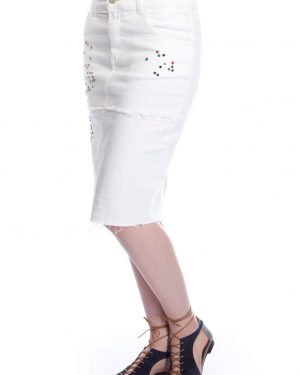 חצאית ג'ינס לבנה עם ניטים